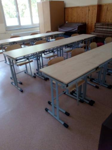 Új tanulópadok és székek