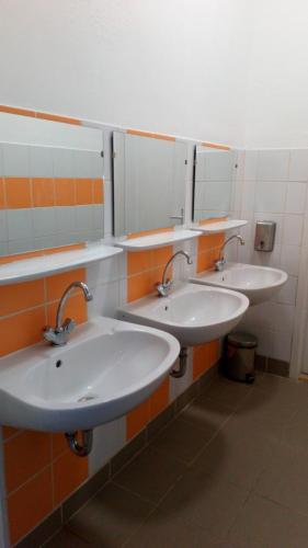 Felújított mosdók