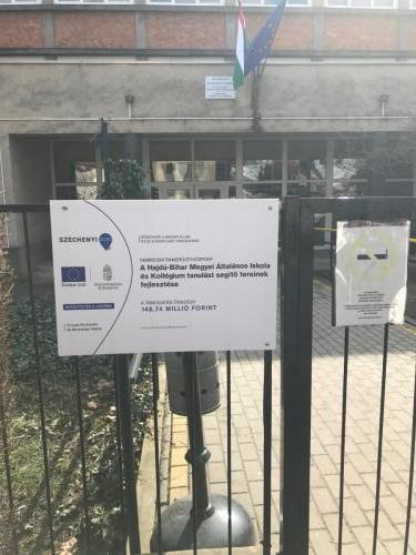 Kihelyezett Széchenyi 2020 tábla
